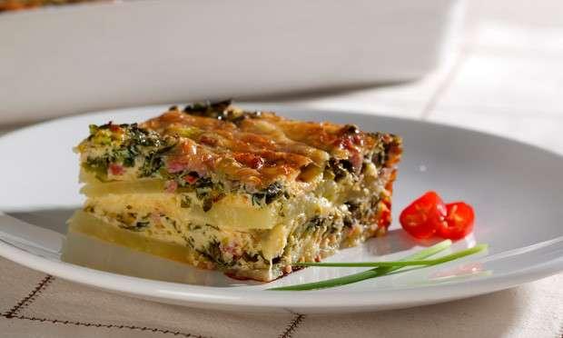 Receita de Omelete de forno com batata e linguiça