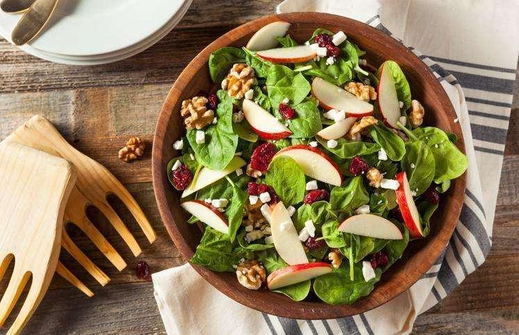 Receita de Salada de espinafre saudável