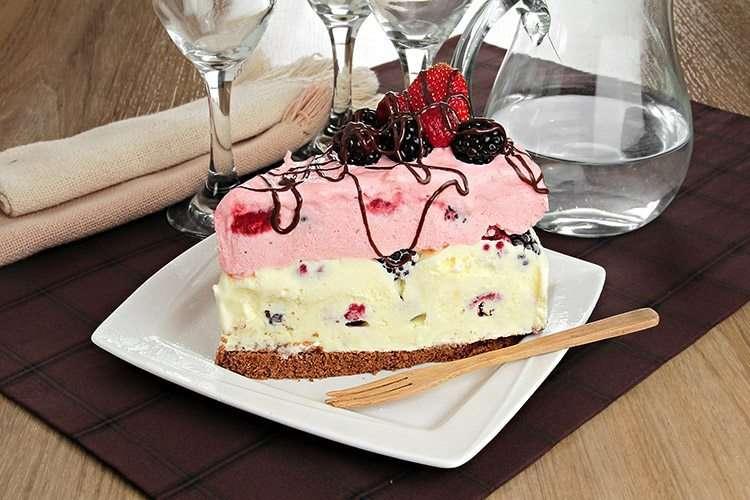 Receita do Bolo de sorvete e frutas vermelhas