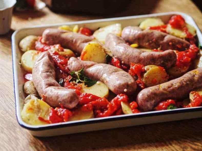 Receita de Linguiça no Forno com Batatas Douradinhas