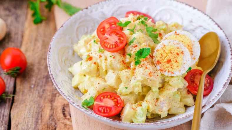 Receita de Salada de batata com tomate e ovo