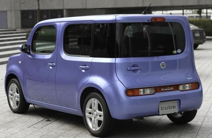 Nissan_cube_15G_rear