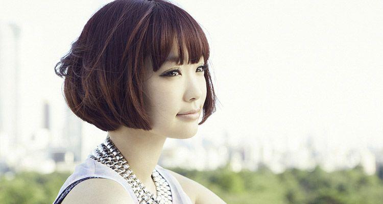 "Yun*chi promocionando su single ""Wonderful Wonder World*"""