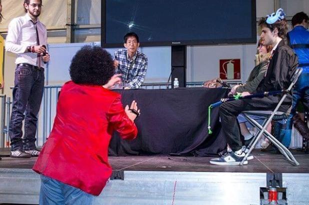 Nabeshin dirigiendo un corto en el Salón del Manga de Getxo