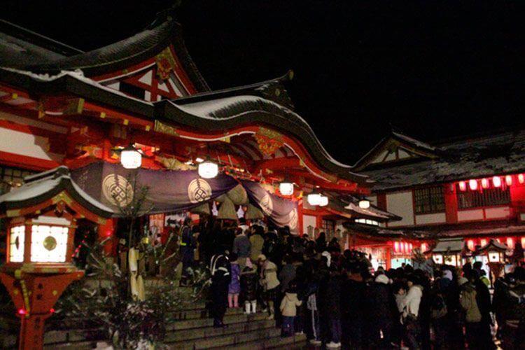 Año nuevo japonés - Hatsumōde nocturno