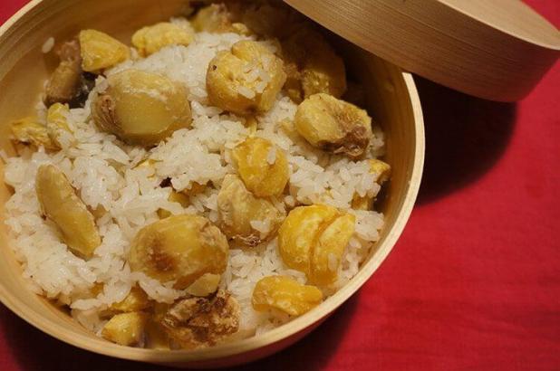 En otoño se come arroz con castañas.