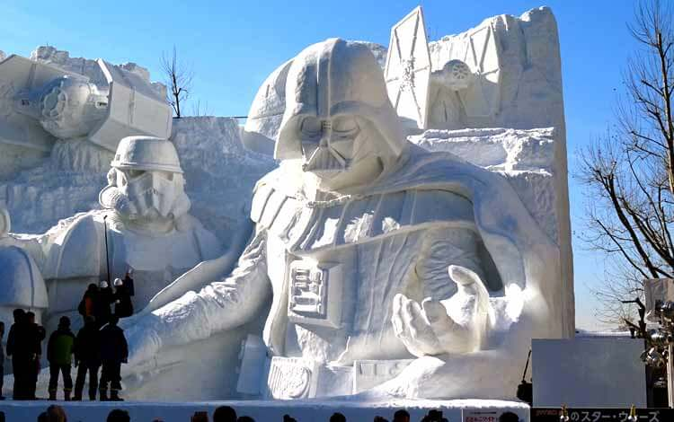 Por si a alguien le cabe duda de que en Japón hay mucho cariño por Star Wars. Esculturas realizadas en nieve en el Festival del pasado 2015 en Sapporo.