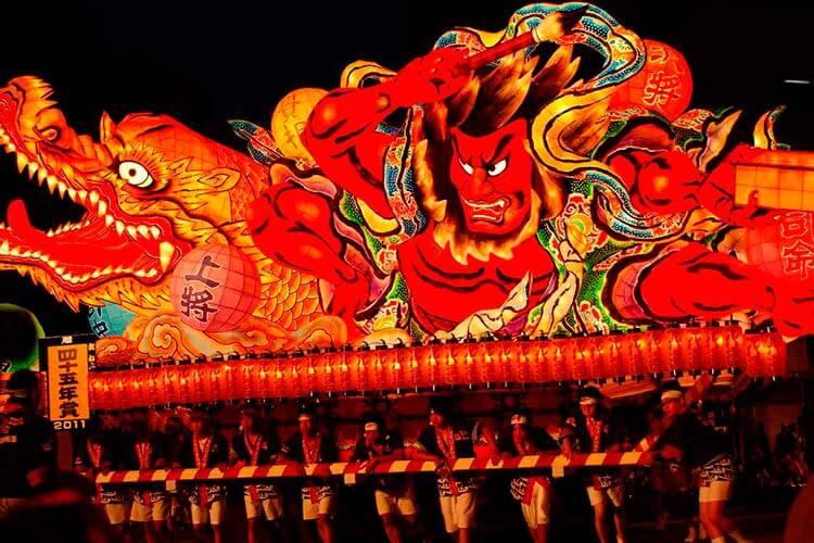 El festival de Nebuta de Aomori.
