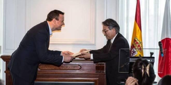 Roger Ortuño y el Consul General