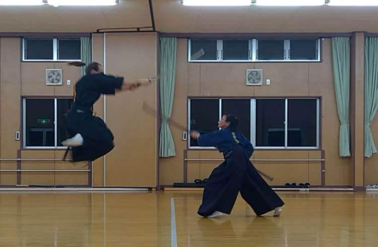 Ryōen Ryûko y Ryōen Rinka durante el kata Fuji San (Shōden kumitachi)
