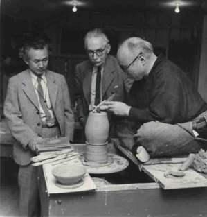 Shōji Hamada (1894 – 1978), alfarero, nombrado tesoro humano viviente japonés