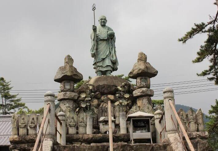 Estatua de Kūkai en Zentsūji