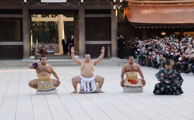 El primer Dohyō-iri, o ceremonia de entrada, del Yokozuna Kisenosato, realizada en el templo Meiji jingū
