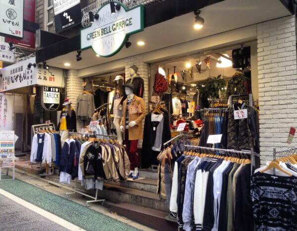 Este tipo de tiendas, donde la oferta es la norma, abundan en Shimokitazawa