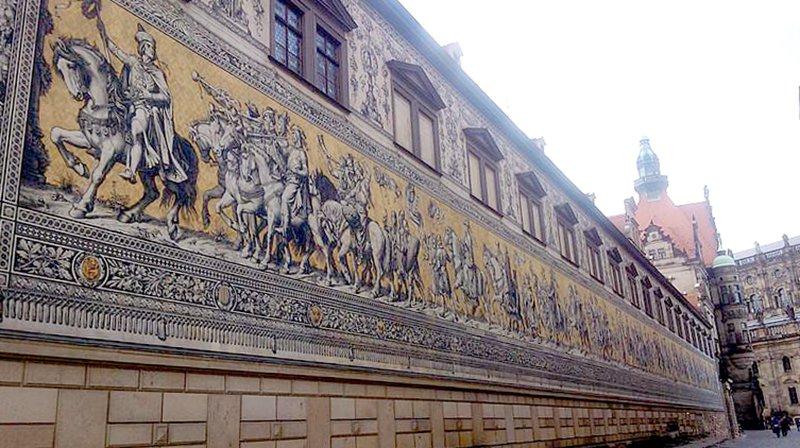 The Fürstenzug(英文:Procession of Princes)