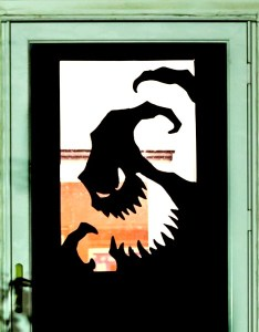 also fun spooky and definitely easy diy halloween door rh coolmompicks