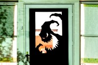 8 fun, spooky, and definitely easy DIY Halloween door