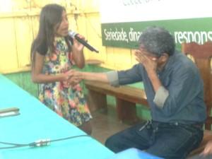 Raimundo Lopes se emociona durante Assembleia