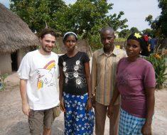 Visita a Assi Diamanka. Una niña huérfana de Kolda