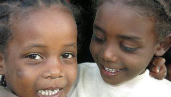 Cometas de ilusión nos recuerdan la felicidad olvidada africa alegria gambo alegria sin fronteras etiopia gambo