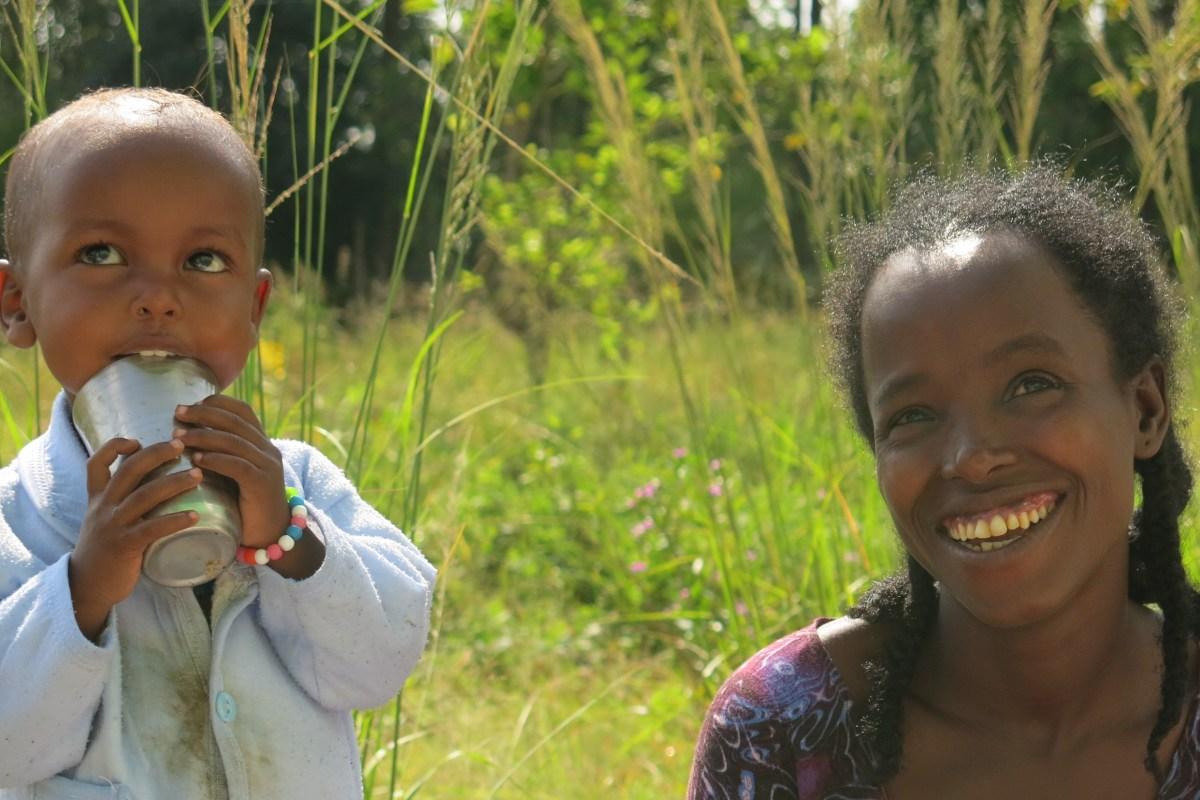 Alegría en el hospital: No tenía energía para sostenerse en pie, pero sí que tenía fuerzas para sonreír africa alegria gambo alegria sin fronteras etiopia