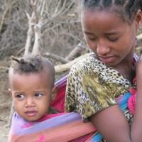 """""""A mí me mutilaron, pero yo no lo quiero para mi hija"""" la voz de Fenet, Madre africana contra la mutilación genital femenina."""