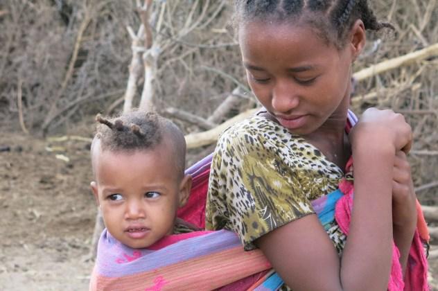 """""""A mí me mutilaron, pero yo no lo quiero para mi hija"""" la voz de Fenet, Madre africana contra la mutilación genital femenina. africa alegria gambo alegria sin fronteras dr alegria etiopia gambo"""