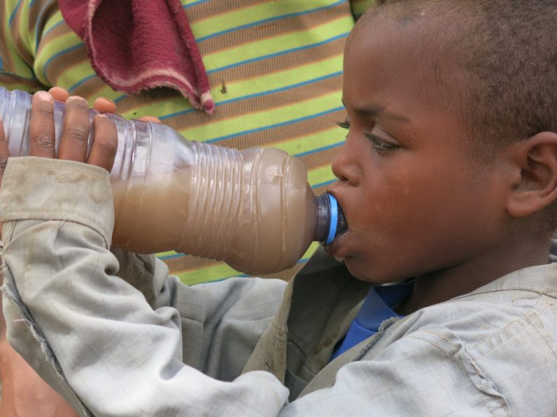 Pozos para poder ir a la escuela africa alegria gambo alegria sin fronteras dr alegria etiopia gambo