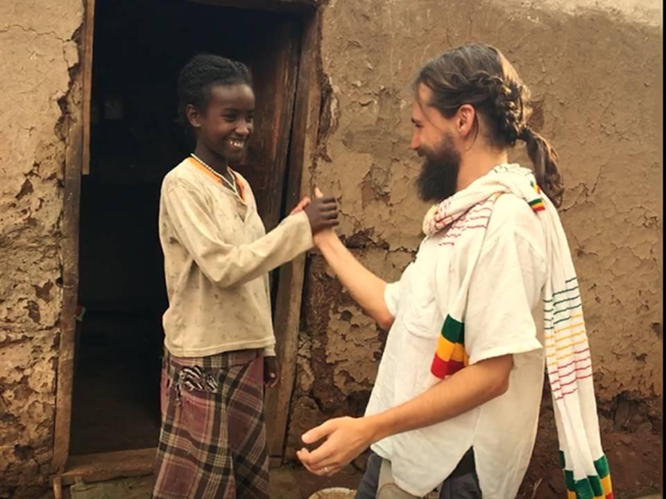 Amemos las personas de la tierra, no la tierra de las personas africa gambo