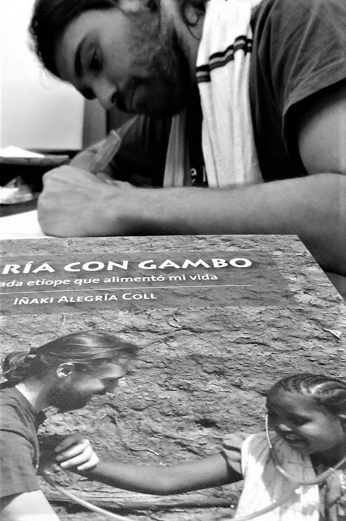Empecé a escribir las noches en vela sin poder dormir tras el día agotador en Gambo