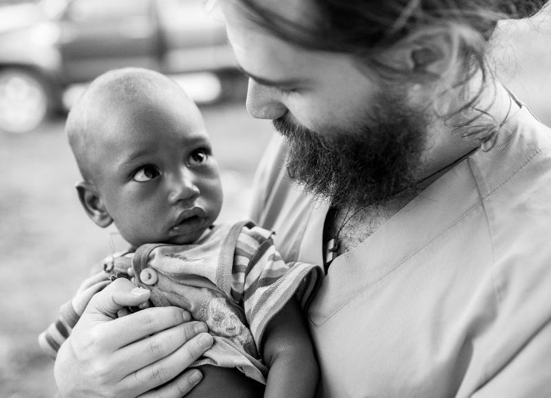 Cuando el lugar de nacimiento de marca la vida, vivir es una responsabilidad que no puedes esquivar africa alegria gambo alegria sin fronteras dr alegria gambo