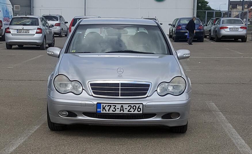 http://Mercedes%20C220%20(2001)%20prva%20slika
