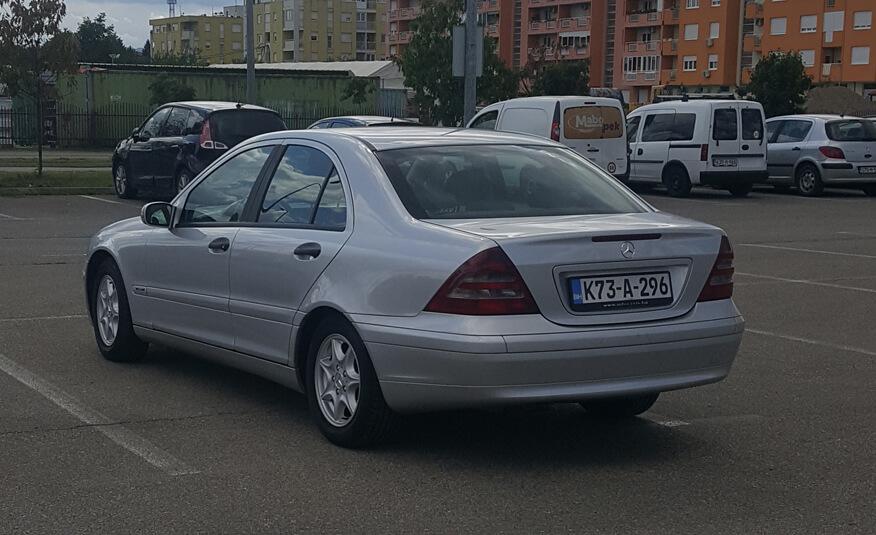 http://Mercedes%20C220%20(2001)%20cetvrta%20slika