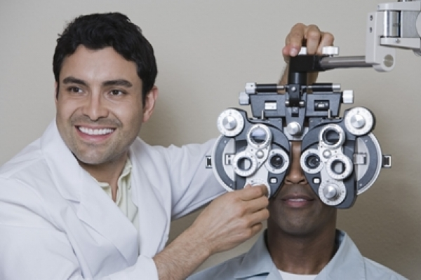 Tips to help you find an eye doctor | CooperVision