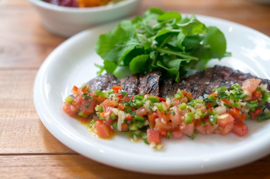 牛ハラミのグリル野菜のビネガーソース