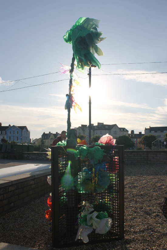 sun sets on the co-ordin8 sculpture on Teignmouth sea front
