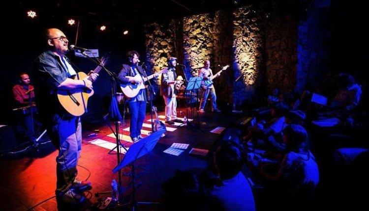 """Continua até o próximo dia 26/11 no Teatro Municipal Café Pequeno o show """"Para Lennon & McCartney: os Beatles e o Clube da Esquina"""""""