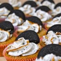 Oreo cupcakes med hvid chokolade-frosting