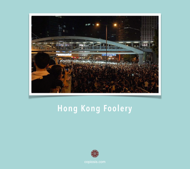 """29.9.14 Hong Kong protest cellphone vigil"" by Citobun - Own work. Licensed under Creative Commons."