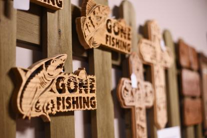 Countryside Showcase Knothole Fish Carvings