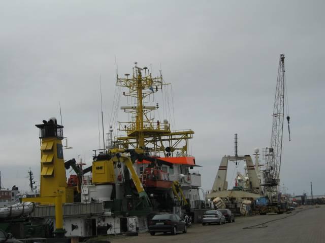 Vessels Cuxhaven harbour