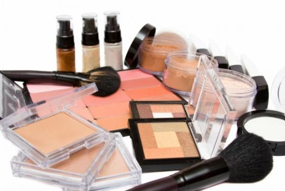 Необходимые материалы для макияжа век