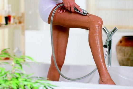 Смена температур воды помогает в лечении целлюлита