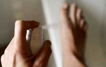 Photo of Как избавиться от неприятного запаха ног: аптечные и народные средства, правильный уход
