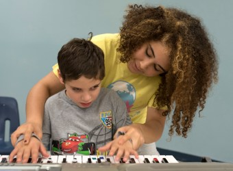 "Sylvio Neto on the keyboard while his ""roadie"" Megan Lundy gives him a hand."