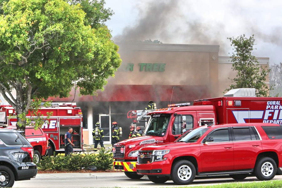 Dollar Tree fire. Photos by Jim Donnelly.