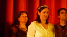 Ana Rosa, cantando la Negrina.