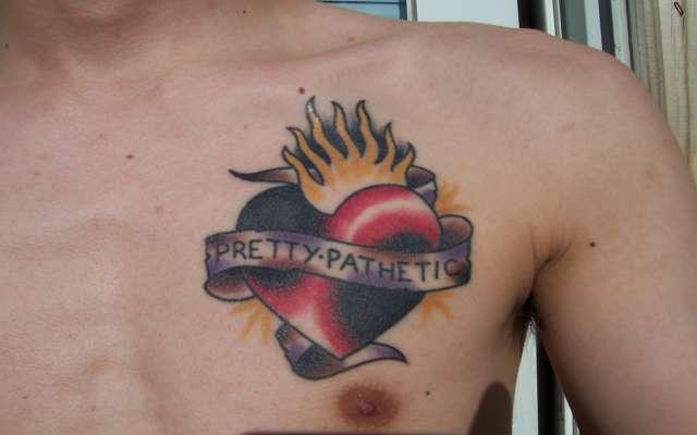 Corazones Tatuajes En El Pecho