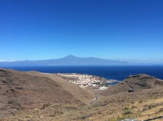 Scendendo verso San Sebastian, sullo sfogo Tenerife e il Teide