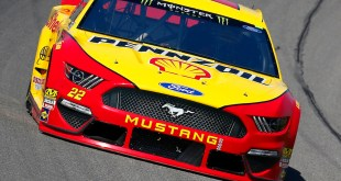 MICHIGAN VIO FESTEJAR A LOGANO